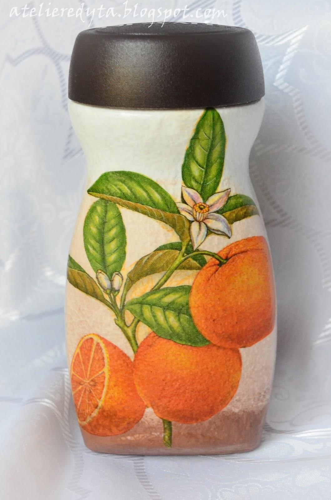 Słoiki ozdobione metodą decoupage w owoce