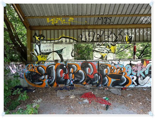 Graffiti na terenie terminala pocztowego przy Towarowej 5