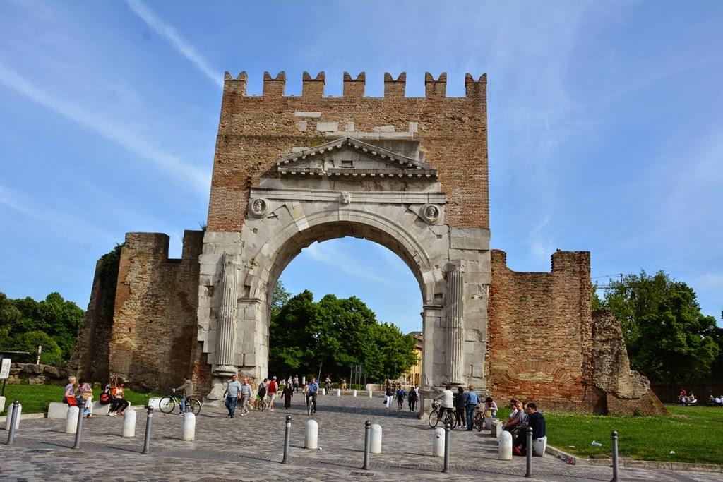 Piazza Tre Martiri Rimini gate