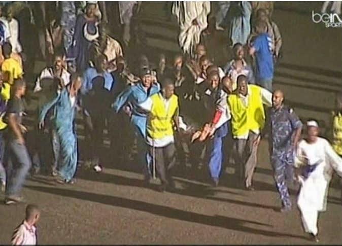 بالفيديو: سقوط لوحة إعلانية على جماهير الهلال السوداني و فيتا كلوب الكونغولي إثر عاصفة ترابية