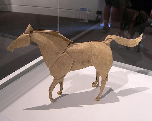 caballo origami papel