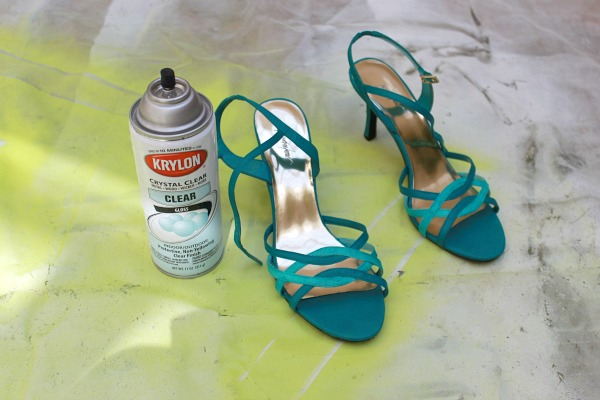 seal paint on shoes with clear acrylic spray #wedding_shoe #makeover #clever_nest