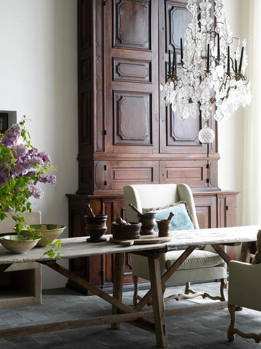 Garnier Antiques and Architectural Interiors, antique chandeliers, home accessories, furnishings all via Garnier (be) website, shown here in the home of Brigitte and Alain Garnier, image via Garnier (be) website as seen on linenandlavender.net