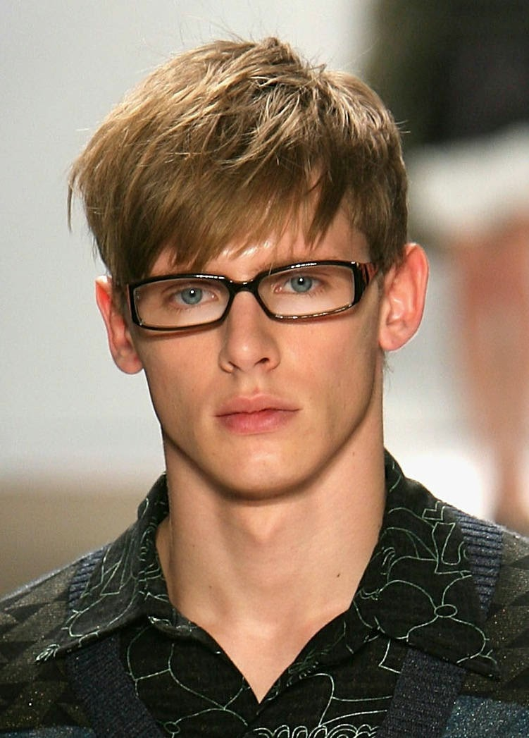 Angular Fringe hairstyle for round face mens - Hairstyles ...