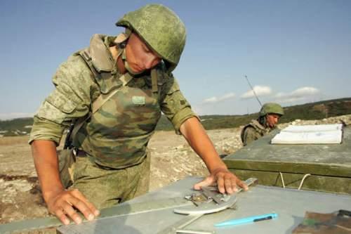 Komando mempelajari target penembakan