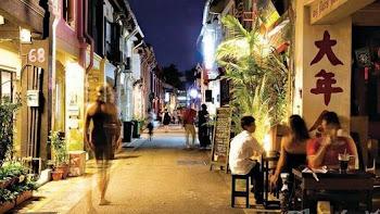PURO GLAMOUR. Haji Lane es famosa por sus negocios clásicos, sus cafés que ofrecen narguile