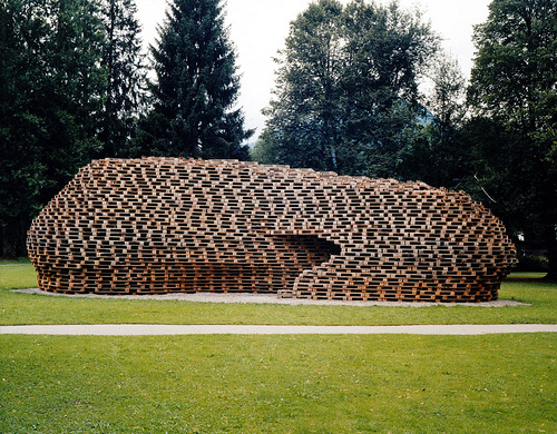 Casas ecologicas palettenpavillon edificio hecho con - Estructuras con palets ...