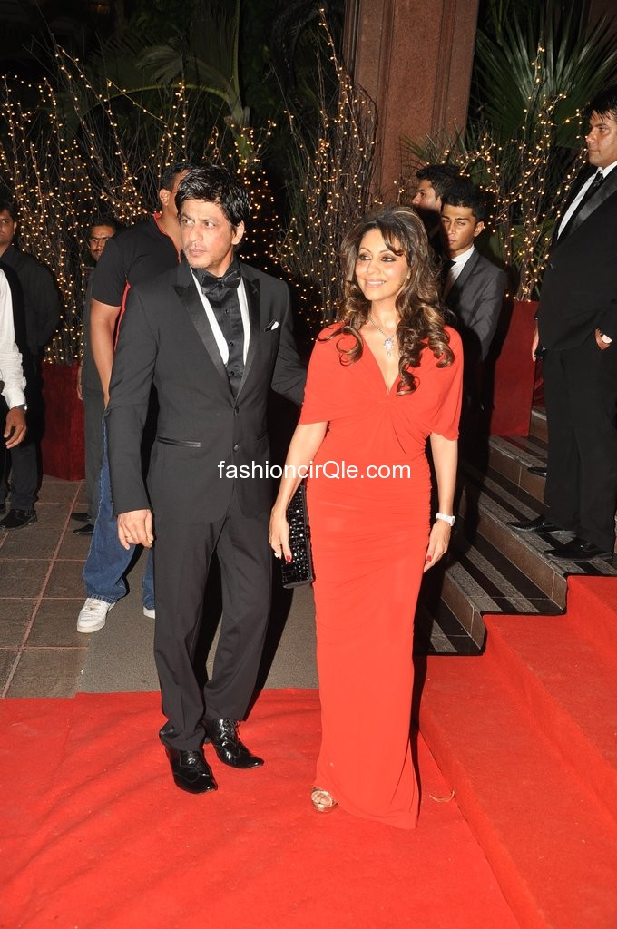 Shahrukh khan and gauri on red carpet - Karan Johar BIRTHDAY PARTY HOT PICS