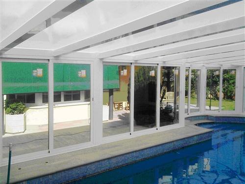 Cubierta de una piscina integrada en la vivienda fotos for Fotos de piscinas cubiertas