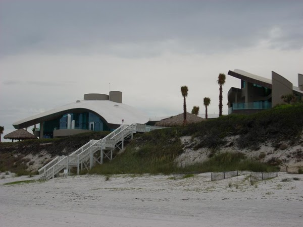 Die sch nsten strandh user zwei futuristische - Kleines strandhaus ...