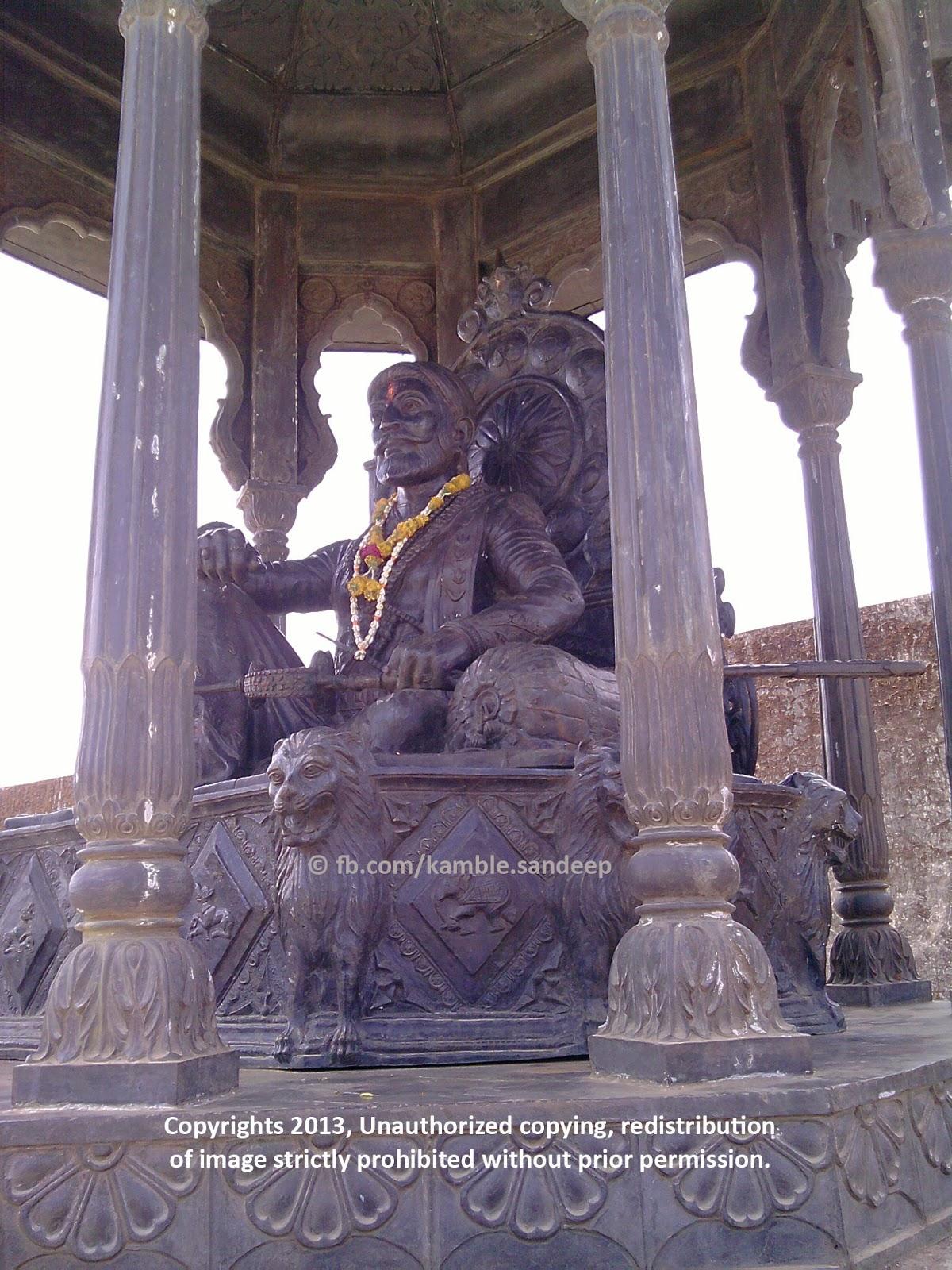 chhatrapati shivaji maharaj s statue at raigad fort killa