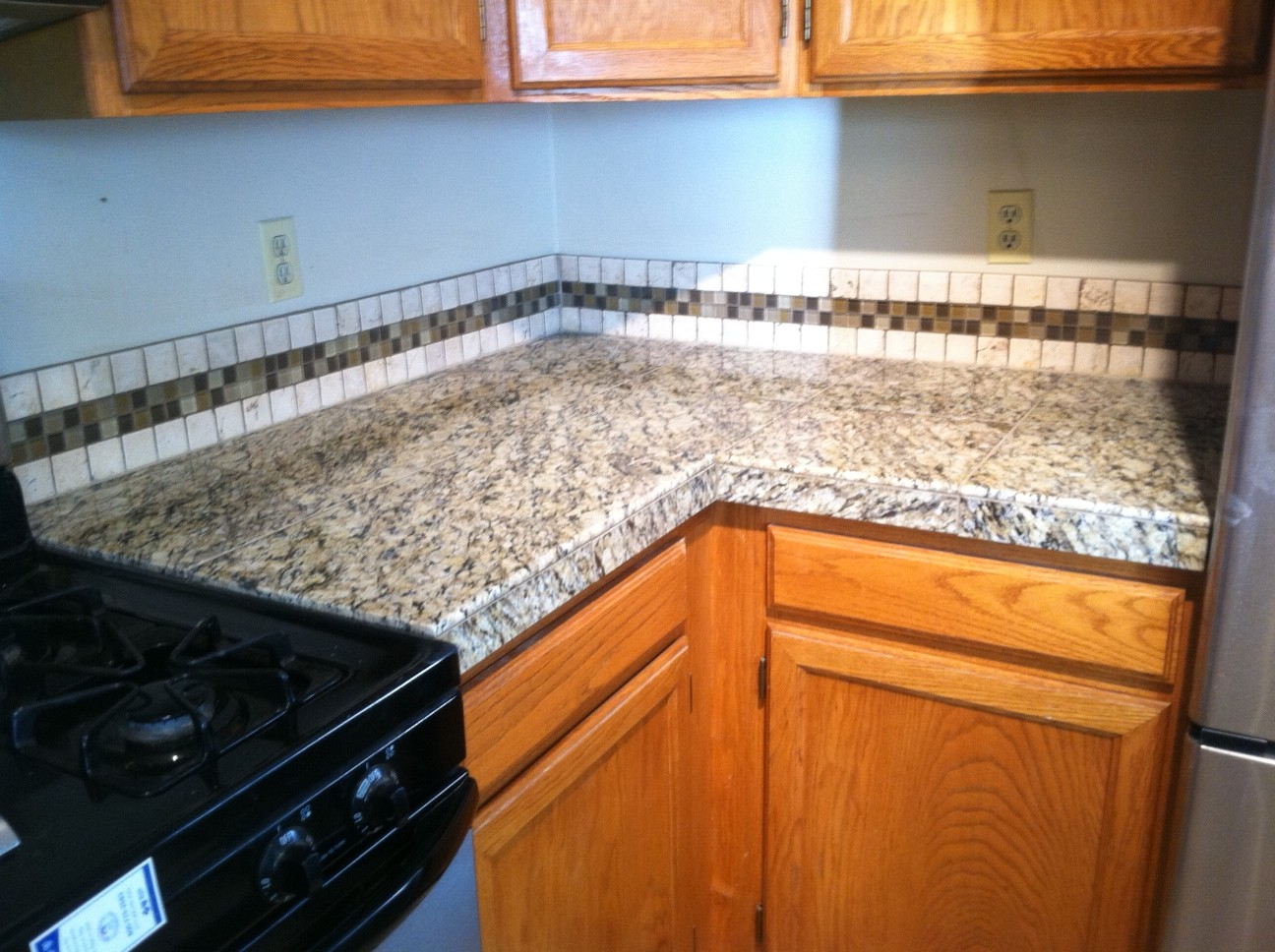 Santa Cecilia Granite with Tile Backsplash