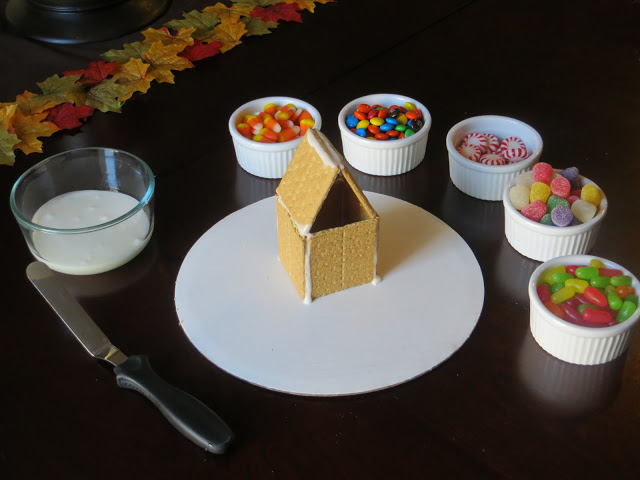 Graham Cracker Gingerbread House Decorating | The Lovebugs Blog