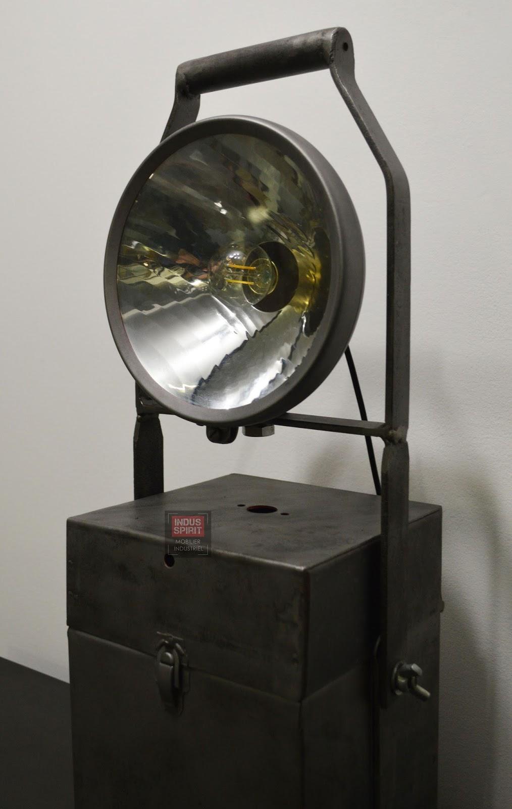 ancienne lampe portative industrielle. Black Bedroom Furniture Sets. Home Design Ideas