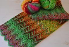 strikket tørklæde med mønster
