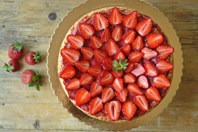 Hoje para jantar O Bolo de Aniversário Bolo de iogurte com curd de morango e framboesa -> Decoração Para Bolo Com Morango