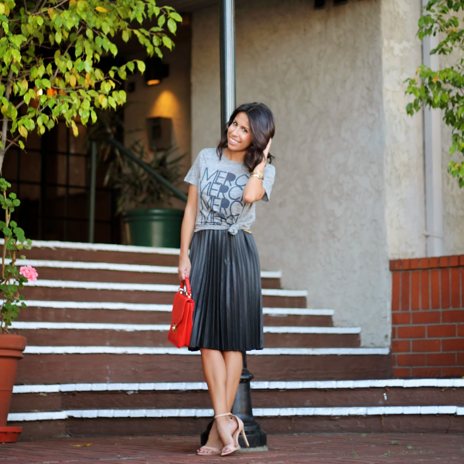 how to wear a graphic t with skirt