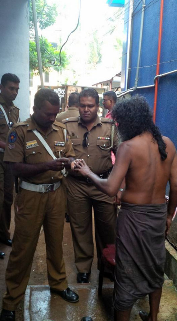 Kalutara Police officers help to Poor guy