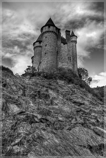 photo hdr chateau noir blanc, auvergne, fabien monteil