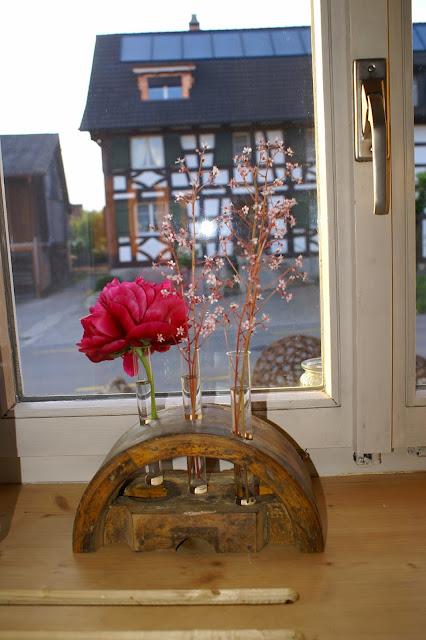 Vase auf der Fensterbank