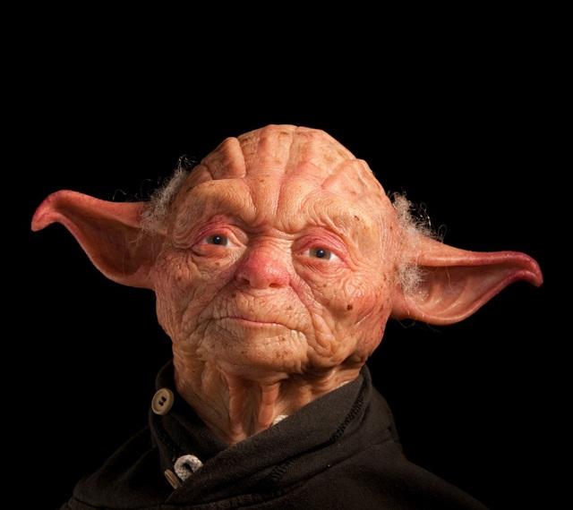Escultura hiperrealista de Yoda, personaje del universo de Star Wars