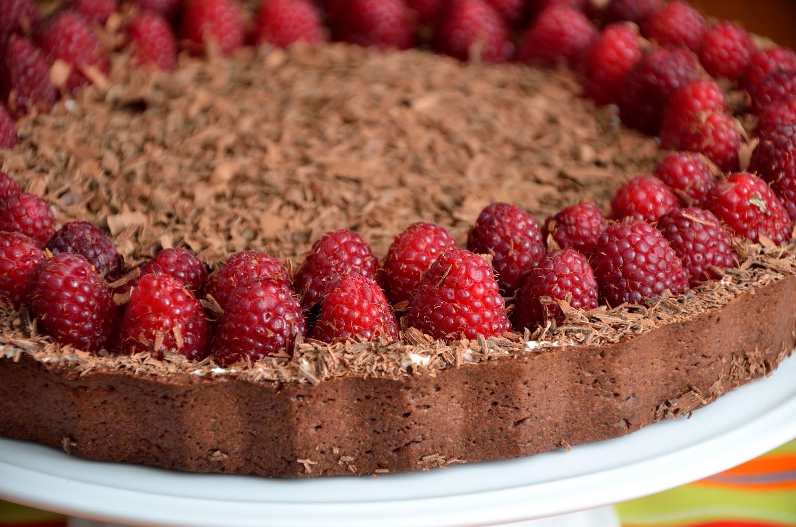 Tarta czekoladowa z kremem waniliowym