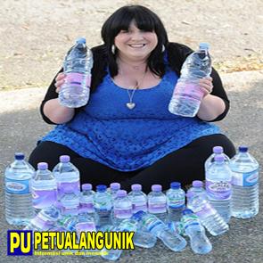 http://www.jadigitu.com/2012/12/wanita-menghabiskan-25-liter-air-sehari.html