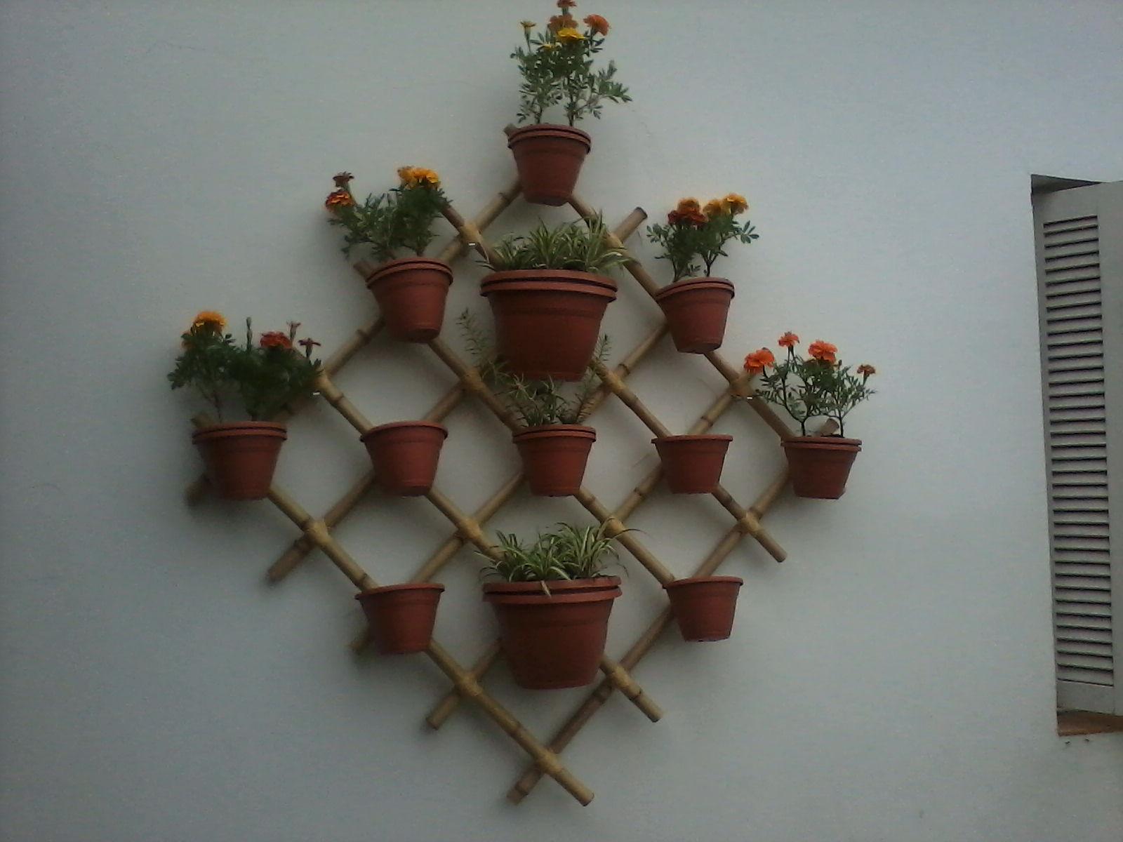 trelica bambu jardim : trelica bambu jardim:Flores & Plantas: Treliça de bambu com vasos