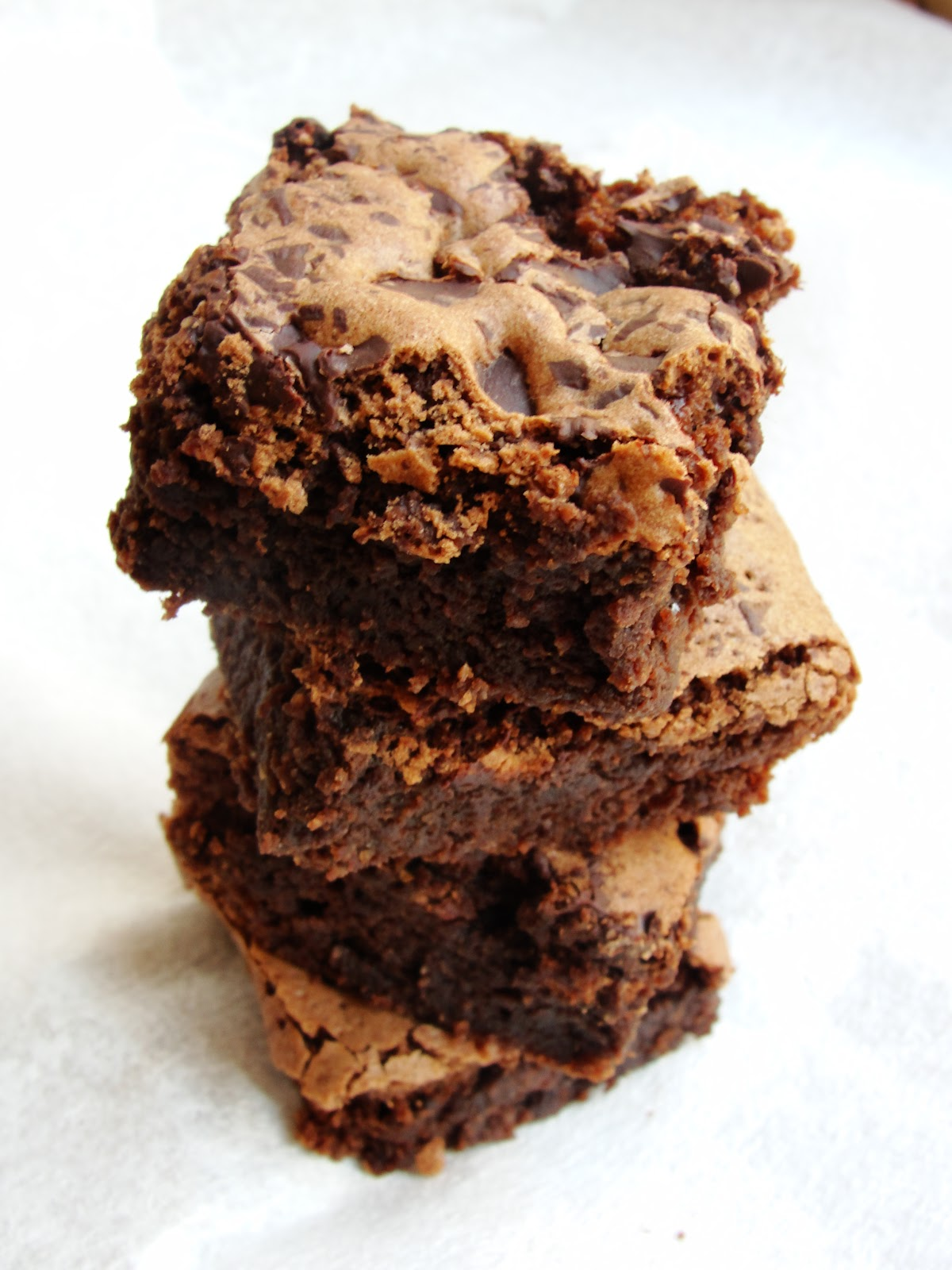 Right Up Your Aly: Cinnamon and Almond Brownies