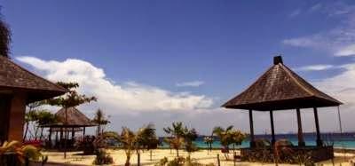 http://www.ejawantahtour.com/2014/07/menikmati-pesona-keindahan-pulau-samalona.html