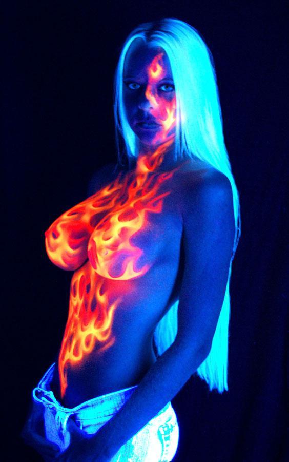 девушка прасвечевают ультра фиолет