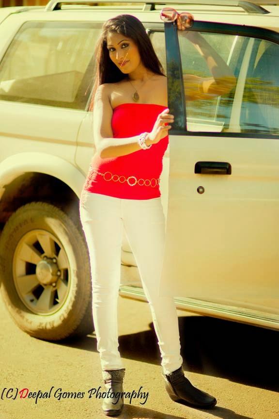 Sajini Red & White