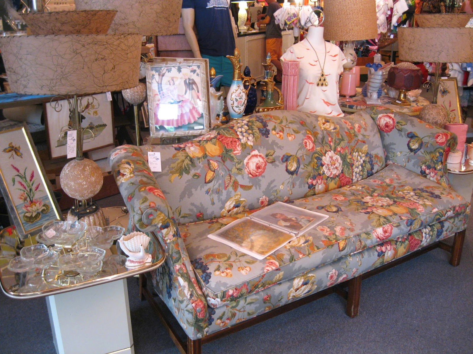 Street scene vintage floral of the south chintz for Chintz couch