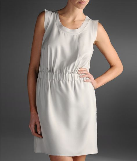 beyaz lastikli elbise