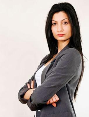 خطوط حمراء لاتسمحي لزوجك أن يتخطاها - امرأة تتحدى صلبة واثقة من نفسها الثقة فى النفس