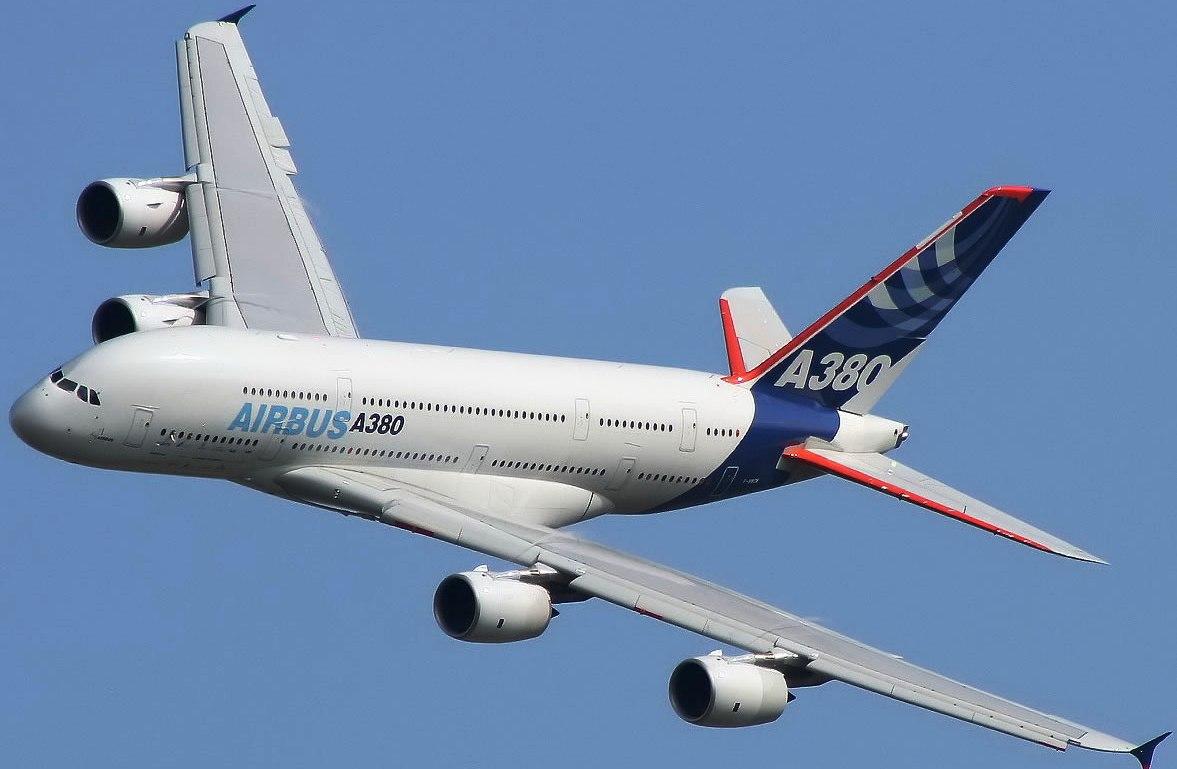 http://3.bp.blogspot.com/-uer8QqNgJso/ThsrptvZK4I/AAAAAAAAF5c/ShPsaliPP4c/s1600/a380_airbus_smooth_rolling_87164_aircraft-wallpaper.jpg
