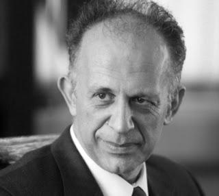 ΚΟΥΣΚΟΥΒΕΛΗΣ ΗΛΙΑΣ: Καθηγητής Διεθνών Σχέσεων