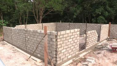 Small enclosure for maintenance of main enclosure