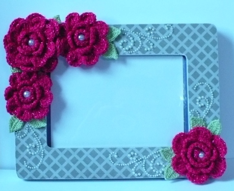 Let\'s create: Hot Pink Crochet Flowers Altered Picture Frame