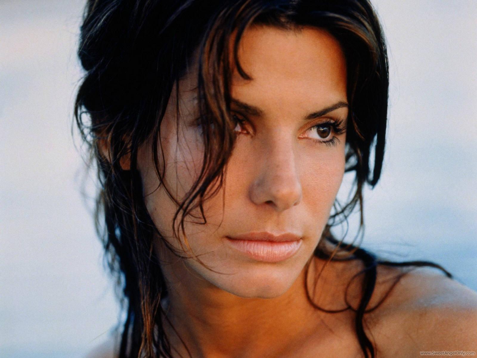 http://3.bp.blogspot.com/-ufAUmicXydQ/Tq6oB5OveVI/AAAAAAAAJtw/MHcSqNd1H6E/s1600/sandra_bullock_hollywood_actress_wallpaper_09-1600x1200.jpg