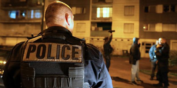 Paris terror attacks: Suicide vest found raises possible link to suspect