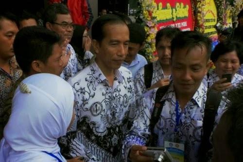 Jokowi Janji Sejahterakan Guru