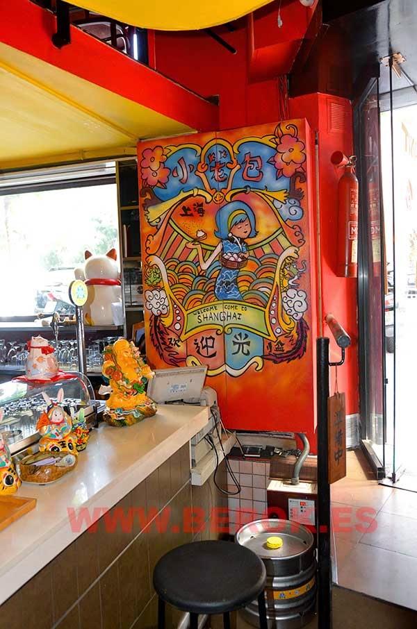 Armario de restaurante chino pintado con murales