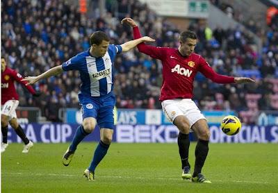 Van Persie decisivo contra o Wigan