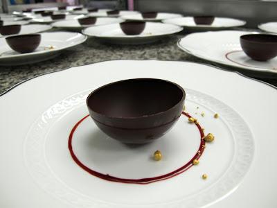 Mise en place pour le soir, par Eddie Benghanem, Chef Pâtissier du Trianon Palace