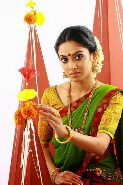 I am 28 Single: Gauthami Nair Cute Photo Shoot