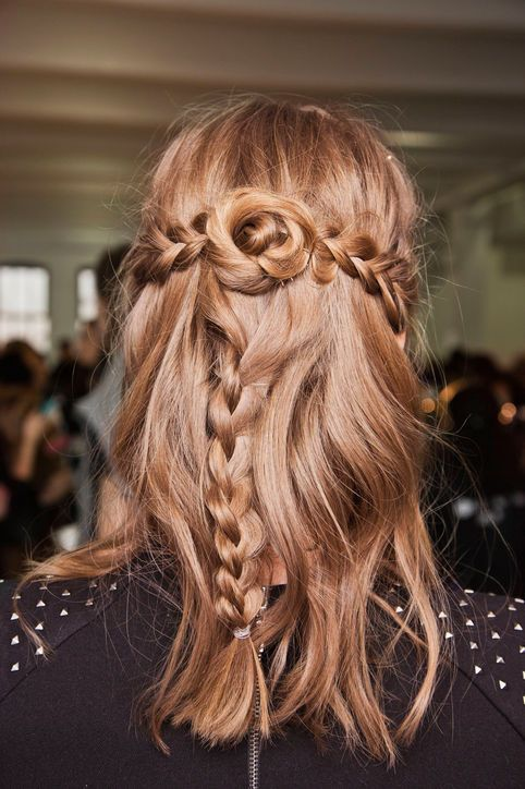 Unique And Latest Wedding Hairstyles For Medium Length Hair Half Up Half Down
