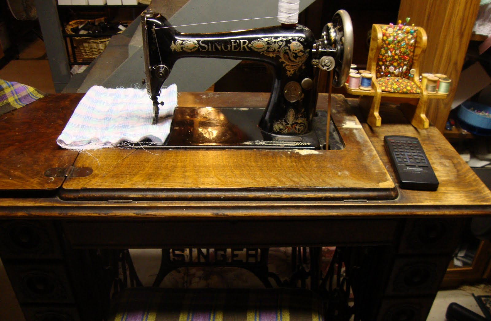 Modern day laura my sewing machine collection 1917 singer 66 red eye treadle i bought this on craigslist its not perfect but it sews beautifully the class 66 machines are my favorite for their ease fandeluxe Gallery