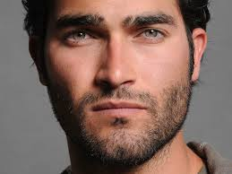 Tyler Hoechlin Height - How Tall