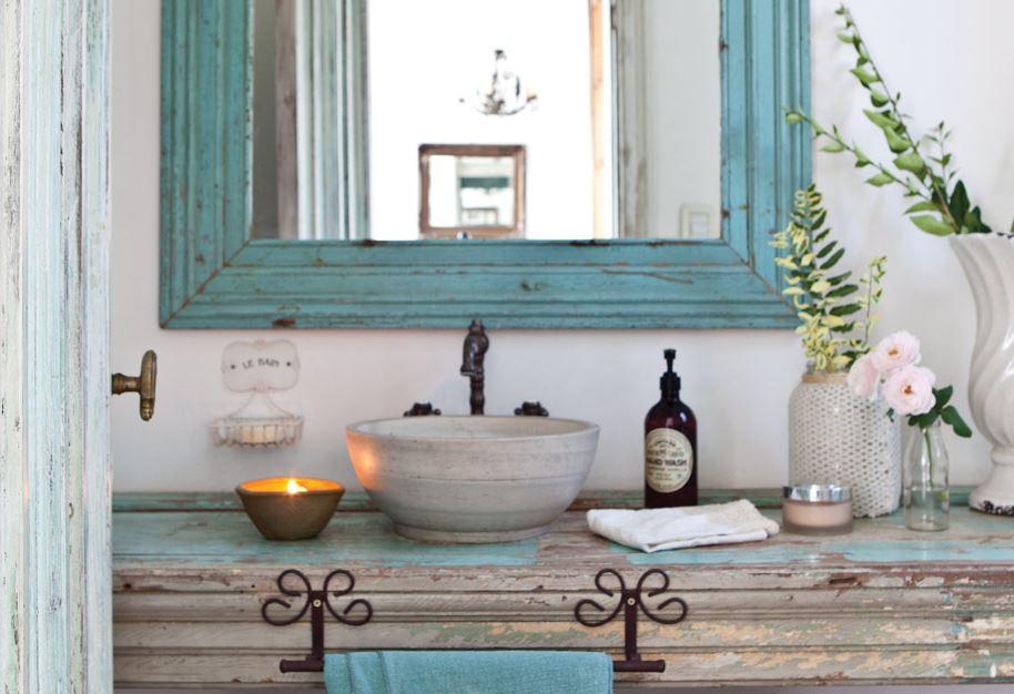 Depósito Santa Mariah Dois Banheiros Simples, Rústicos E Coloridos! -> Banheiros Muito Simples